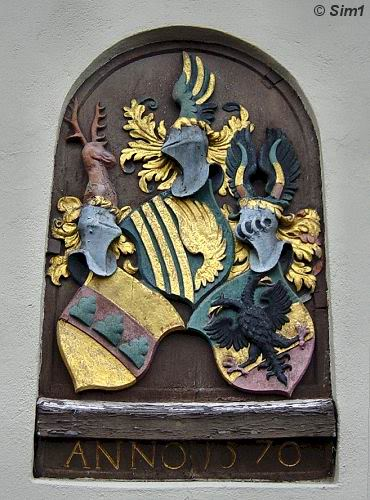 Coat of arms at the Höveln Alleway