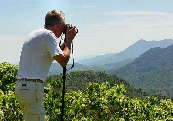 Åke taking photos of Mount Kinabalu