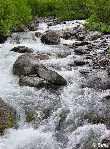 Crossing the Sillajohka river