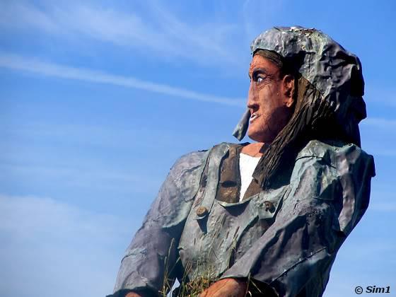 statue at Käringön