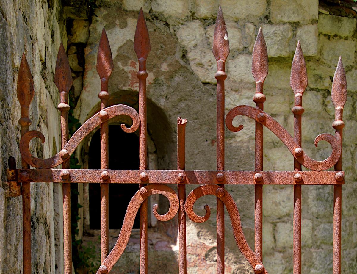 Gate at the church Saint John, Špiljari