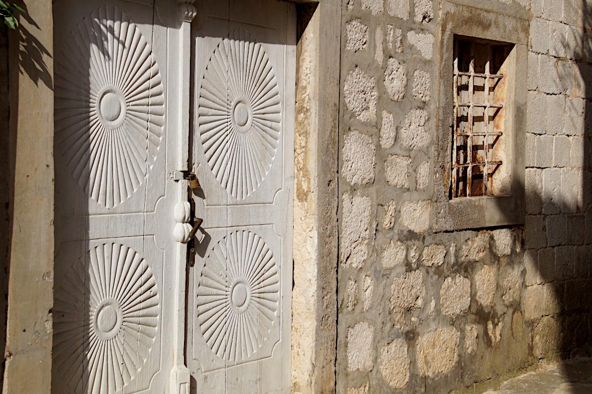 door, Perast