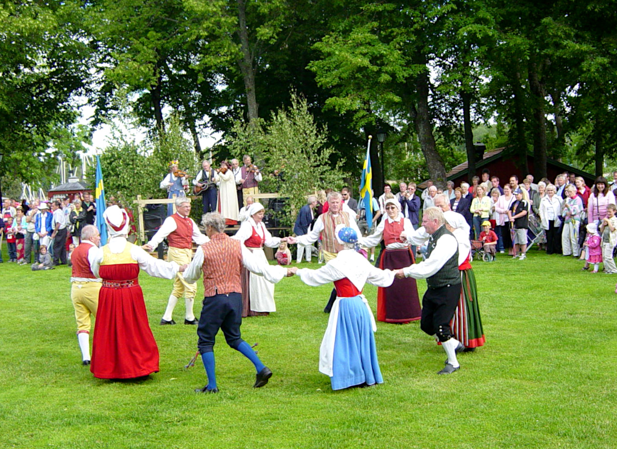 Traditional dancing at the midsummer celebrations